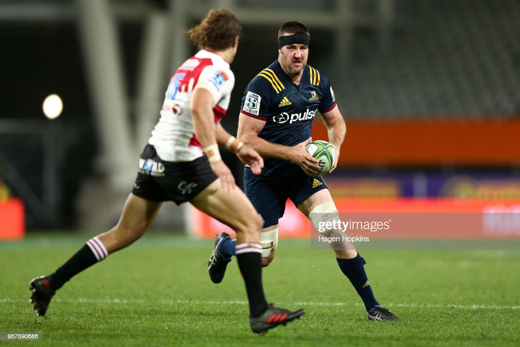 Alex Ainley of the Highlanders runs at Andries Coetzee of the Lions during the round 12 Super Rugby match between the Highlanders and the Lions at Forsyth Barr Stadium on May 12, 2018 in Dunedin, New Zealand.