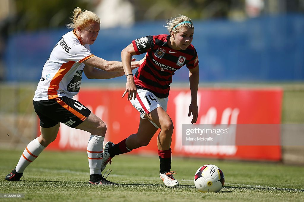 Alex Arlitt of the Wanderers takes on Clare Polkinghorne of the Roar during the round four W-League match between the Western Sydney Wanderers and the Brisbane Roar at Marconi Stadium on November 26, 2016 in Sydney, Australia.