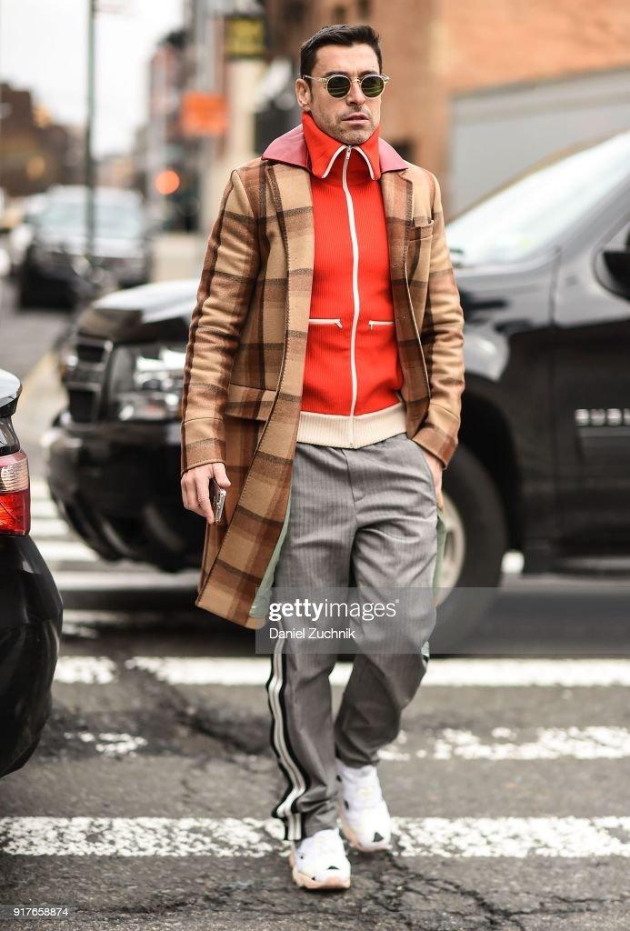 Street Style - New York Fashion Week February 2018 - Day 5 : News Photo