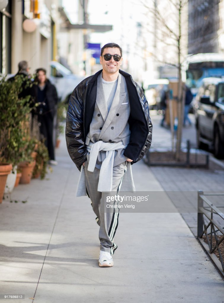 Street Style - New York Fashion Week February 2018 - Day 6 : News Photo