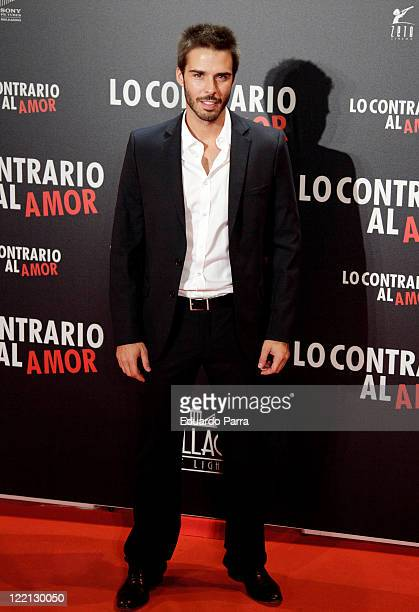 Alex Barahona attends 'Lo Contrario al Amor' premiere at Callao cinema on August 25 2011 in Madrid Spain