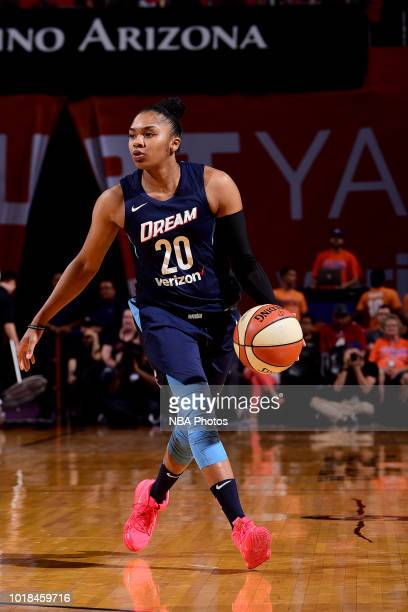 Alex Bentley of the Atlanta Dream handles the ball during the game against the Phoenix Mercury on August 17 2018 at Talking Stick Resort Arena in...