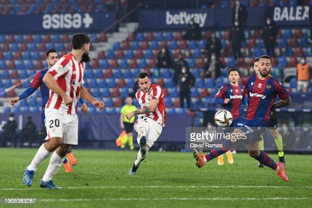 Alex Berenguer of Athletic Club scores his team's second goal during the Copa del Rey Semi Final Second Leg match between FC Levante and Athletic...