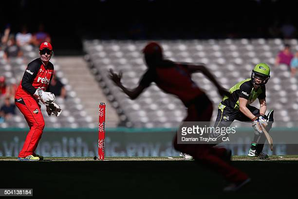 Alex Blackwell of the Sydney Thunder bats during the Women's Big Bash League match between the Melbourne Renegades and the Sydney Thunder at Etihad...