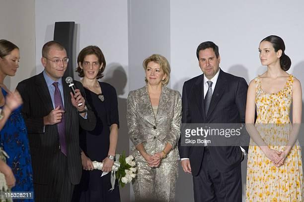 Alex Bolen and his wife Eliza Reed Bolen Carolyn Elder and Steve Sadove with models