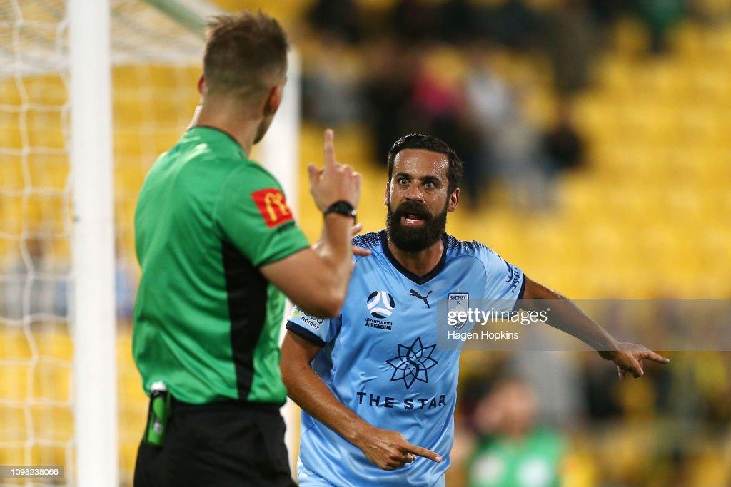 A-League Rd 15 - Wellington v Sydney : News Photo