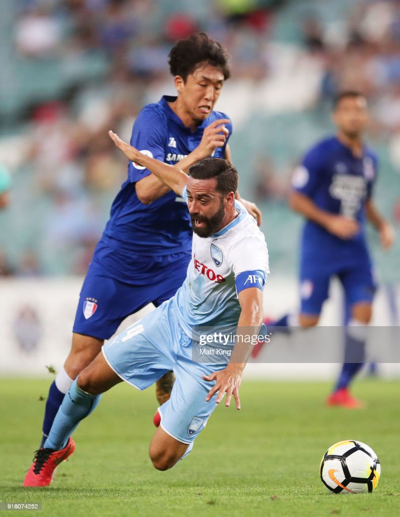 Alex Brosque of Sydney FC is challenged by Jo Sung-Jin of the Bluewings during the AFC Asian Champions League match between Sydney FC and Suwon Bluewings at Allianz Stadium on February 14, 2018 in Sydney, Australia.
