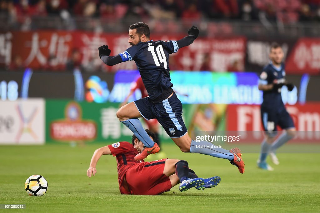 Alex Brosque #14 of Sydney FC takes on the defence during the AFC Champions League Group H match between Kashima Antlers and Sydney FC at Kashima Soccer Stadium on March 13, 2018 in Kashima, Ibaraki, Japan.