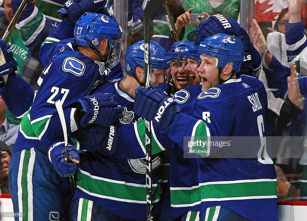 Boston Bruins v Vancouver Canucks - Game Two : News Photo