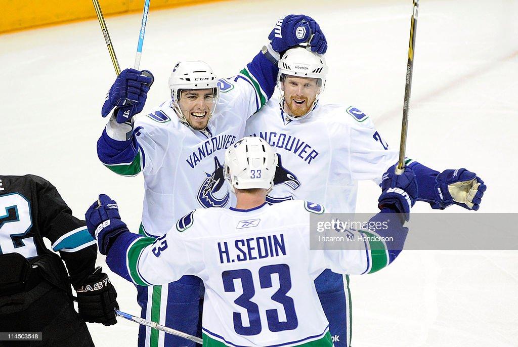 Vancouver Canucks v San Jose Sharks - Game Four : News Photo