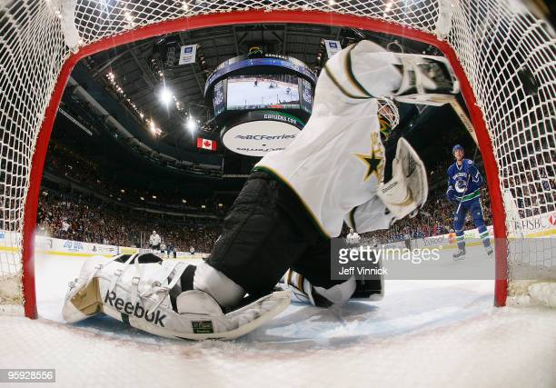 Alex Burrows of the Vancouver Canucks scores a shorthanded goal on Alex Auld of the Dallas Stars during their game at General Motors Place on January...