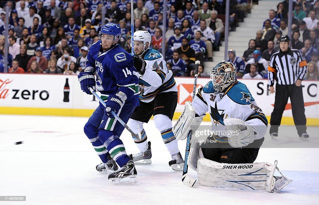 San Jose Sharks v Vancouver Canucks - Game Five : News Photo