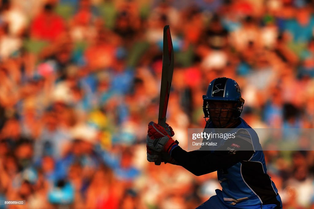 Alex Carey of the Adelaide Strikers bats during the Big Bash League match between the Adelaide Strikers and the Sydney Thunder at Adelaide Oval on December 22, 2017 in Adelaide, Australia.