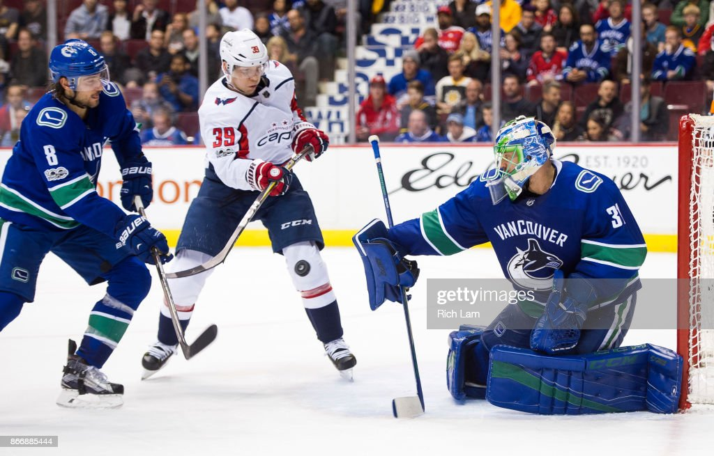 Washington Capitals v Vancouver Canucks : News Photo