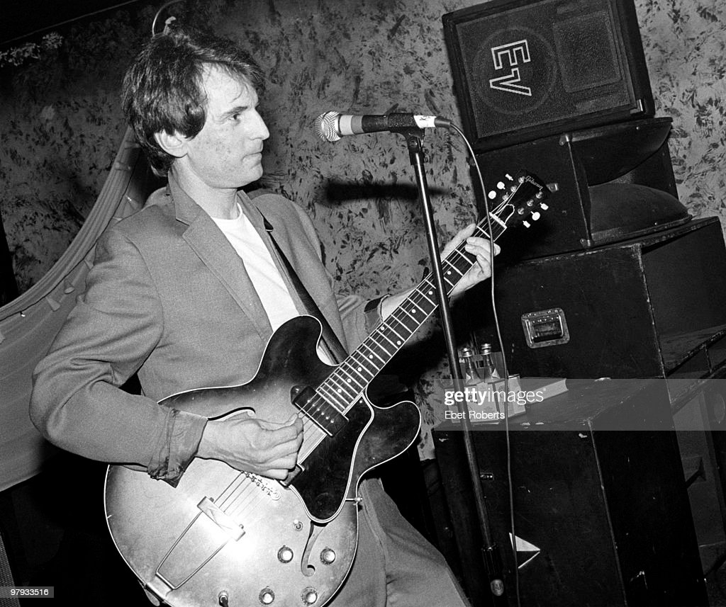 Alex Chilton Performs Live In Memphis : News Photo