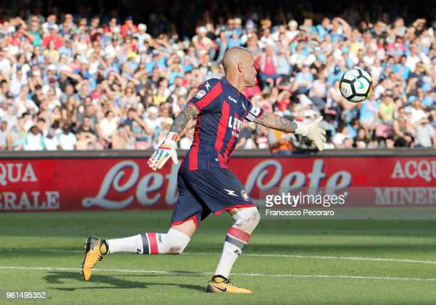 Alex Cordaz of FC Crotone throws the ball during the serie A match between SSC Napoli and FC Crotone at Stadio San Paolo on May 20 2018 in Naples...