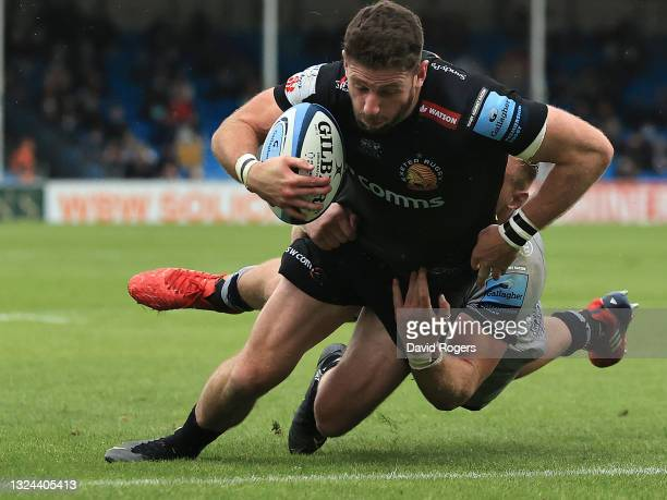 Alex Cuthbert of Exeter Chiefs scores a try during the Gallagher Premiership semi final match between Exeter Chiefs and Sale Sharks at Sandy Park on...