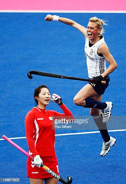 Alex Danson of Great Britain celebrates with her teammates after scoring the winning goal for Great Britain during the Women's preliminary match...