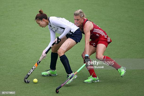 Alex Danson of Great Britain vies for the ball with Ji Hyun Kim of Korea during Day 8 of the Hockey World League Final Rosario 2015 at El Estadio...