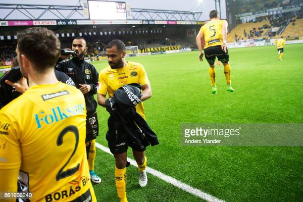 Alex Dyer of IF Elfsborg takes off his overcoat prior to the Allsvenskan match between IF Elfsborg and GIF Sundsvall at Boras Arena on October 15...