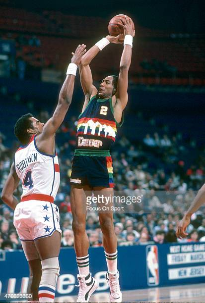 Alex English of the Denver Nuggets shoots over Cliff Robinson of the Washington Bullets during an NBA basketball game circa 1985 at the Capital...