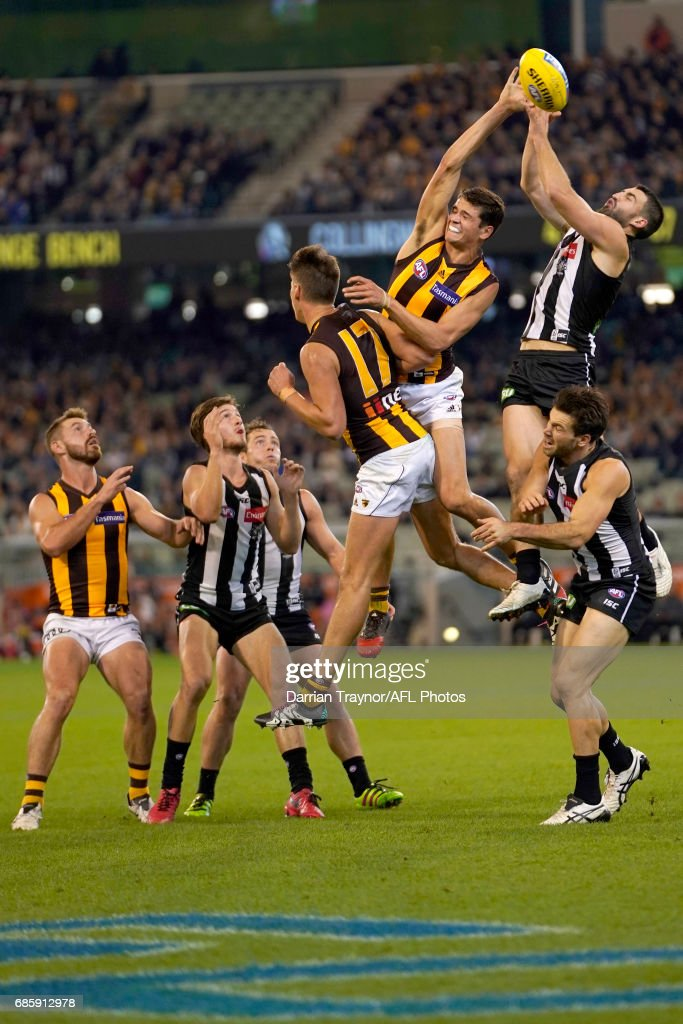 Alex Fasolo of the Magpies attempts to mark the ball during the round nine AFL match between the Collingwood Magpies and the Hawthorn Hawks at Melbourne Cricket Ground on May 20, 2017 in Melbourne, Australia.