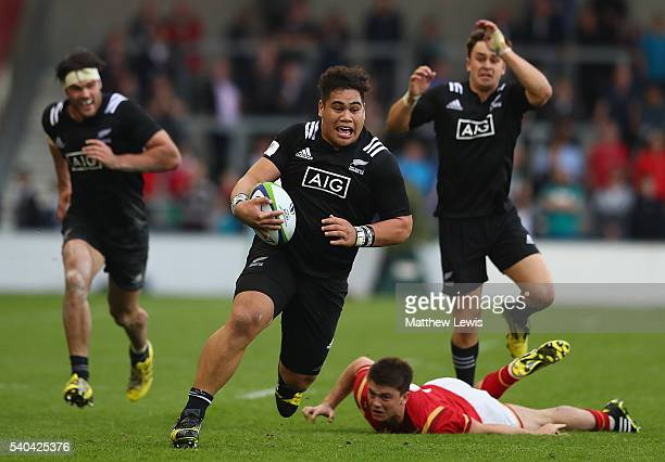 Alex Fidow of New Zealand breaks clear through the Wales defence during the World Rugby U20 Championship match between New Zealand and Wales at AJ...