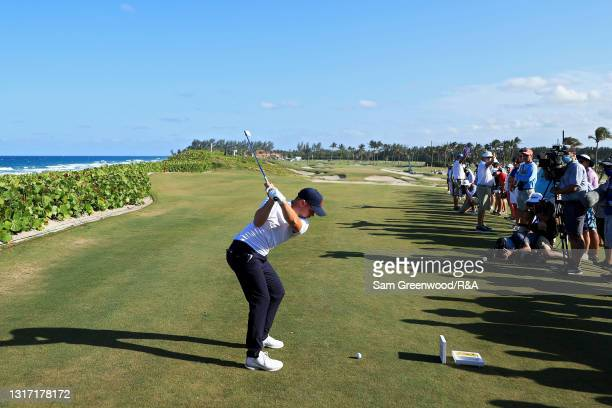 Alex Fitzpatrick of Team Great Britain and Ireland plays his shot from the 17th tee during Sunday singles matches on Day Two of The Walker Cup at...