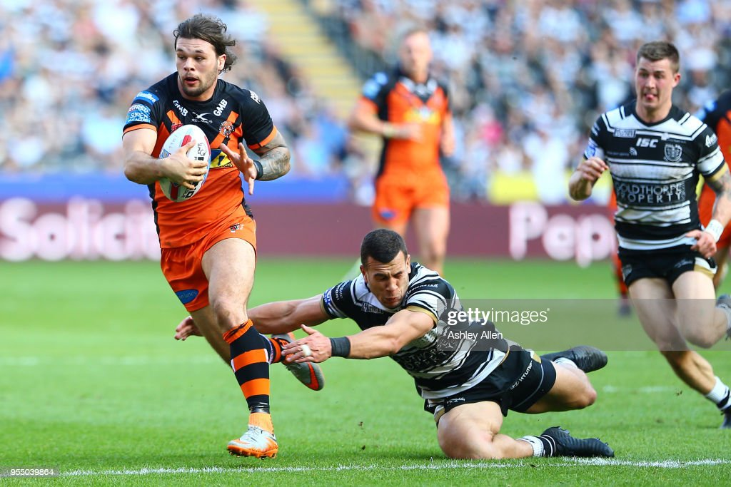 Alex Foster of Castleford Tigers avoids a tackle from Bureta Faraimo of Hull FC during the Betfred Super League match between Hull FC and Castleford Tigers at KCOM Stadium on May 5, 2018 in Hull, England.