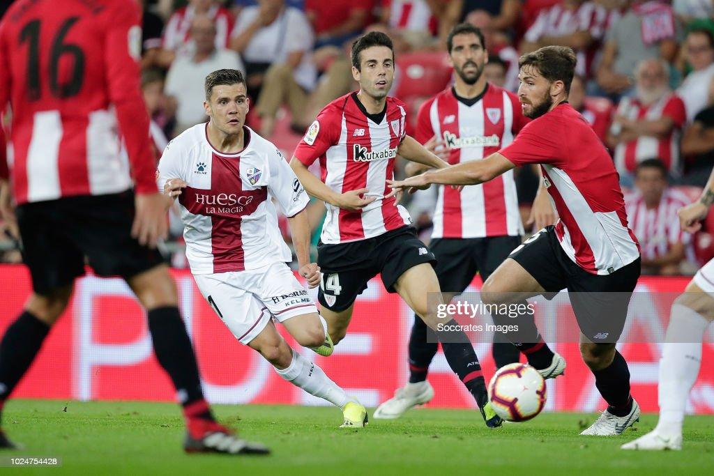 Alex Gallar of SD Huesca, Markel Susaeta of Athletic ...