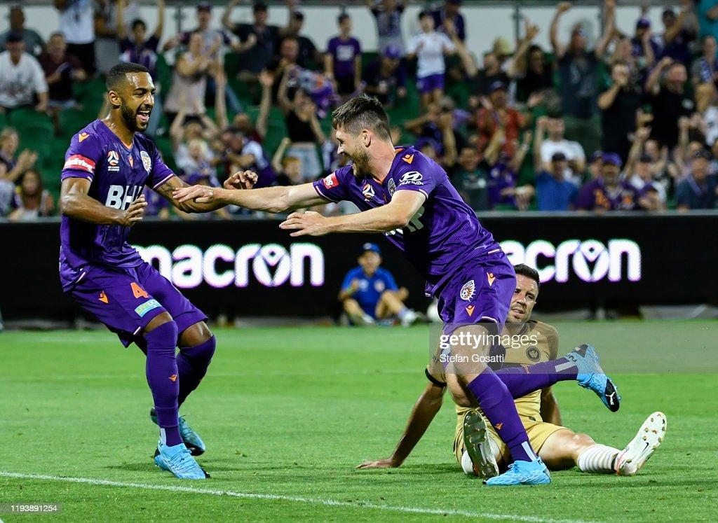 A-League Rd 10 - Perth v Western Sydney : News Photo