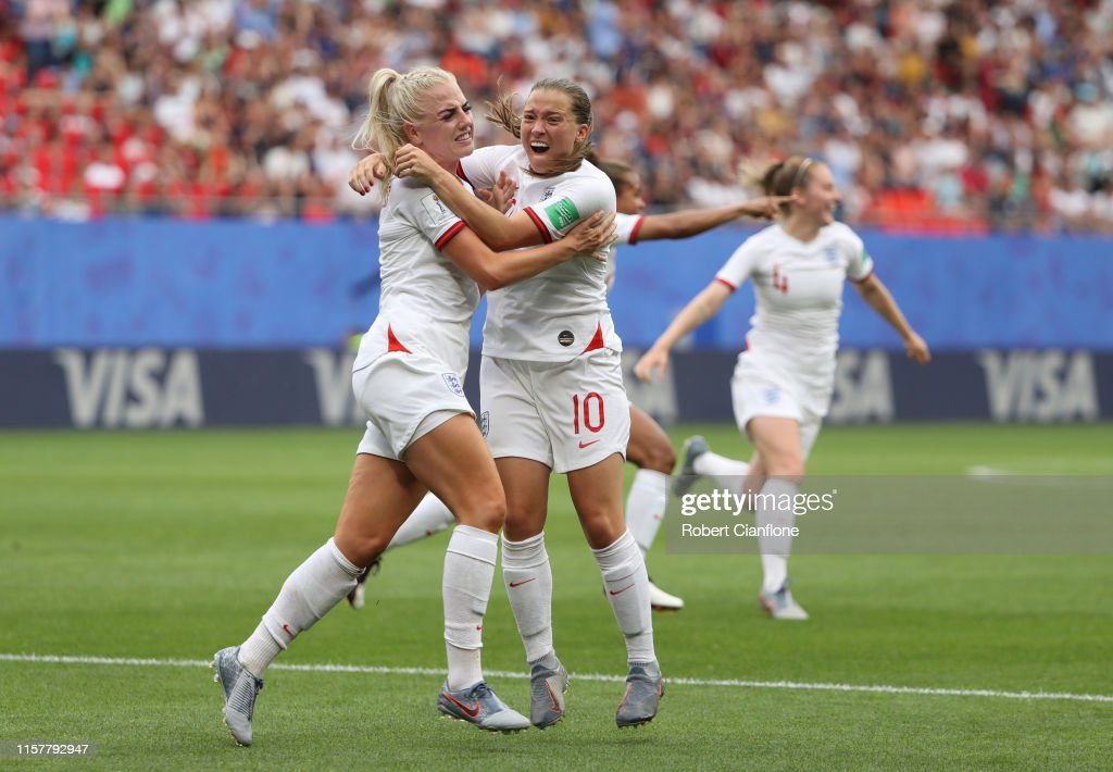 England v Cameroon: Round Of 16  - 2019 FIFA Women's World Cup France : Photo d'actualité