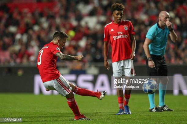 Alex Grimaldo of SL Benfica scores SL Benfica opening goal during the UEFA Champions League Group E match between SL Benfica and AEK Athens at...