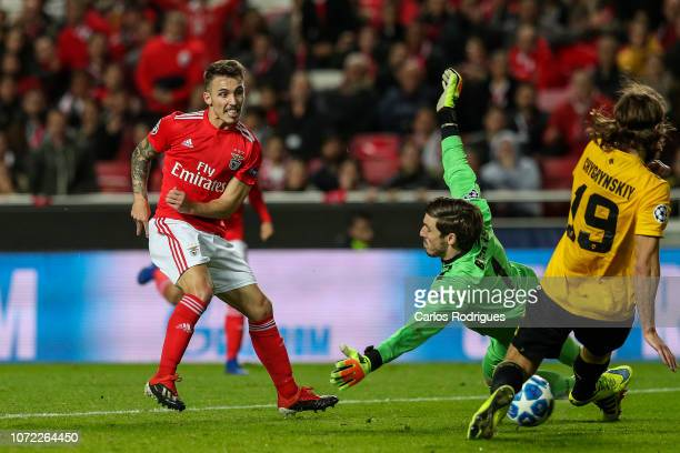 Alex Grimaldo of SL Benfica tries to score during the UEFA Champions League Group E match between SL Benfica and AEK Athens at Estadio da Luz on...