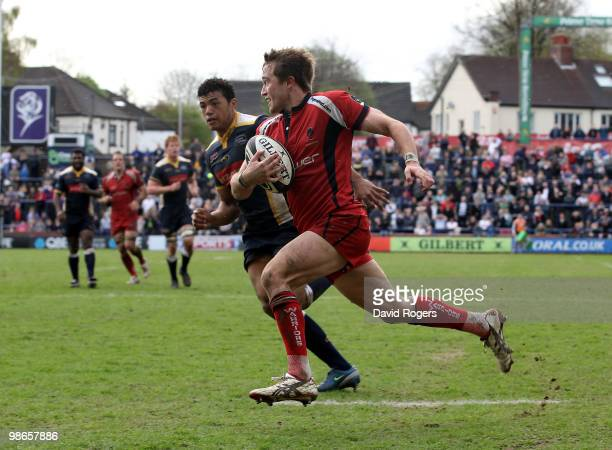 Alex Grove of Worcester breaks away to score the first try of the match during the Guinness Premiership match between Leeds Carnegie and Worcester...