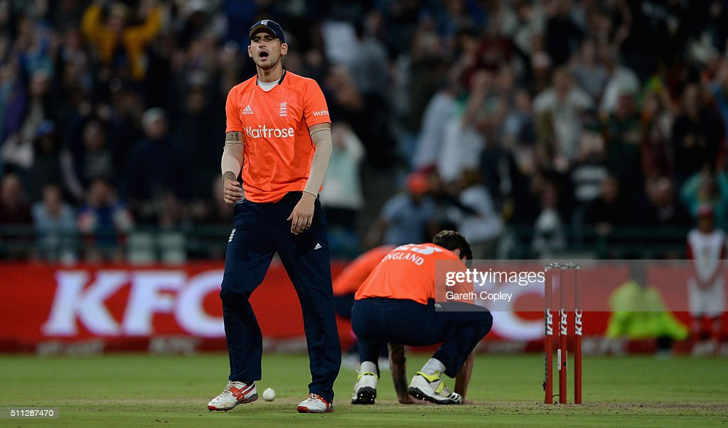 South Africa v England - 1st KFC T20 International : News Photo