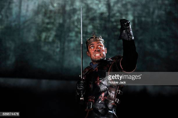Alex Hassell as Henry V in the Royal Shakespeare Company's production of William Shakespeare's Henry V directed by Gregory Doran at the Royal...
