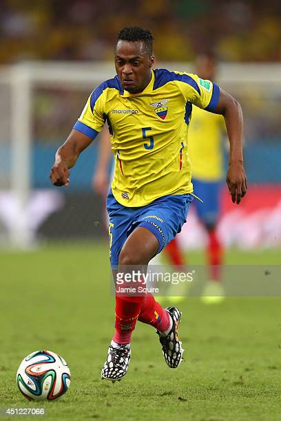Alex Ibarra of Ecuador controls the ball during the 2014 FIFA World Cup Brazil Group E match between Ecuador and France at Maracana on June 25 2014...