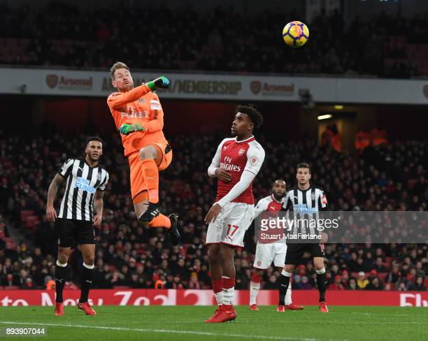 Alex Iwobi of Arsenal challenges Newcastle goalkeeper Rob Elliot during the Premier League match between Arsenal and Newcastle United at Emirates...