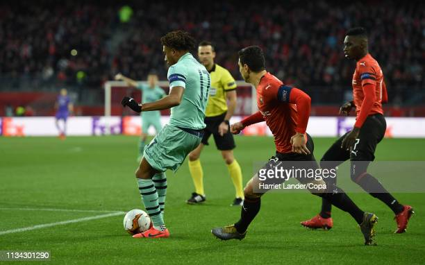 Alex Iwobi of Arsenal scores his team's first goal during the UEFA Europa League Round of 16 First Leg match between Stade Rennais and Arsenal at...