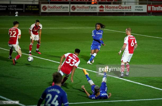 Alex Iwobi of Everton scores his sides third goal during the Carabao Cup third round match between Fleetwood Town and Everton at Highbury Stadium on...