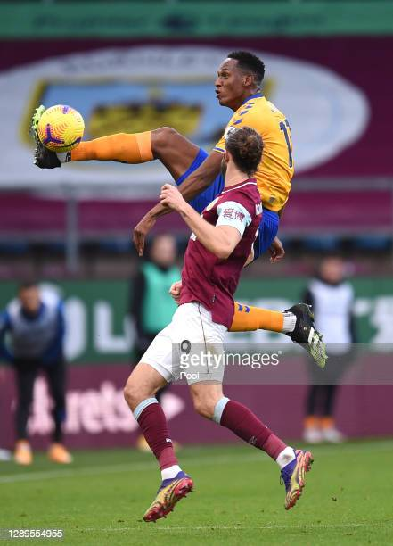 Alex Iwobi of Everton wins the ball in the air ahead of Jay Rodriguez of Burnley during the Premier League match between Burnley and Everton at Turf...
