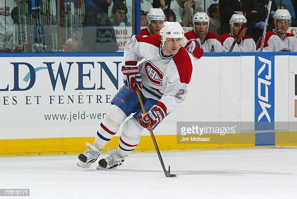 Alex Kovalev of the Montreal Canadiens skates with the puck during their NHL game against the New York Islanders on December 7, 2006 at Nassau...