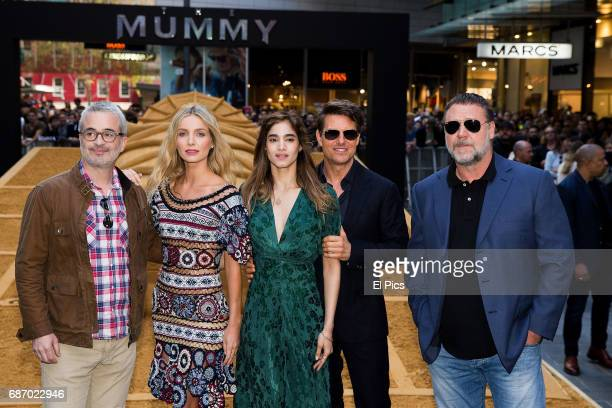 Alex Kurtzman Annabelle Wallis Sofia Boutella Tom Cruise Russell Crowe during a photo call for The Mummy at World Square on May 23 2017 in Sydney...