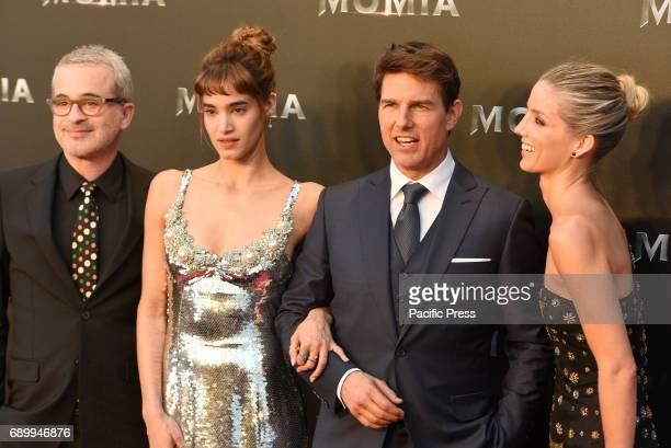 Alex Kurtzman Sofia Boutella Tom Cruise and Annabelle Wallis pose for media during the premiere of 'La Momia' at Callao cinema in Madrid