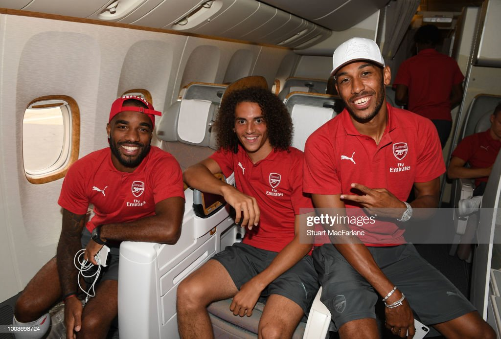 Arsenal Players Depart for Singapore