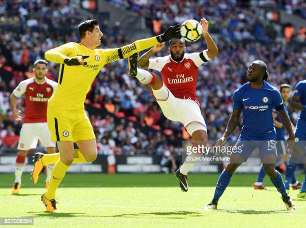 Alex Lacazette of Arsenal challenges Thibaut Courtois of Chelsea during the FA Community Shield match between Chelsea and Arsenal at Wembley Stadium...