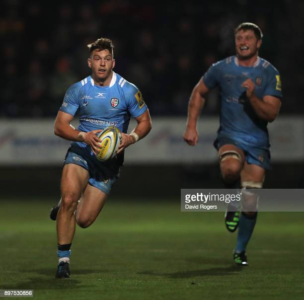 Alex Lewington of London Irish runs with the ball during the Aviva Premiership match between Worcester Warriors and London Irish at Sixways Stadium...