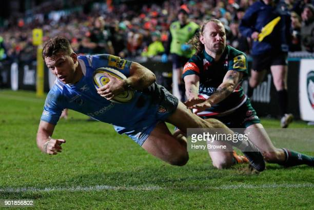 Alex Lewington of London Irish scores a try during the Aviva Premiership match between Leicester Tigers and London Irish at Welford Road on January 6...