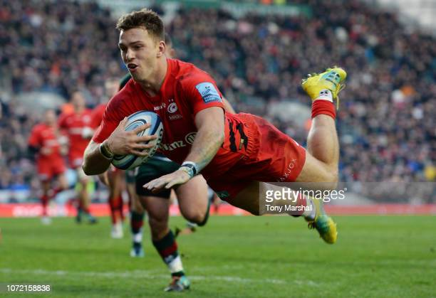 Alex Lewington of Saracens dives in to score their second try during the Gallagher Premiership Rugby match between Leicester Tigers and Saracens at...